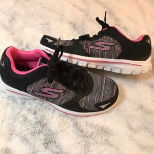 SKECHERS GOwalk BREAST CANCER AWARENESS SNEAKERS